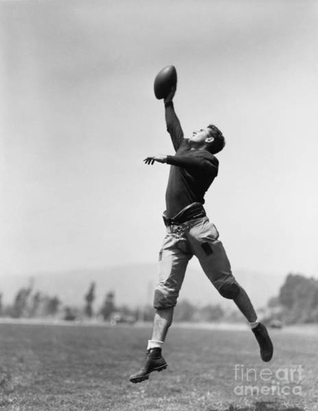 Wall Art - Photograph - Football Player Catching Ball by Everett Collection