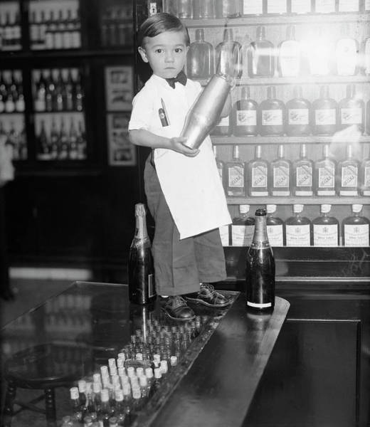 Mixing Photograph - Four Year Old Bartender, Sloppy Joe, Jr by Bettmann