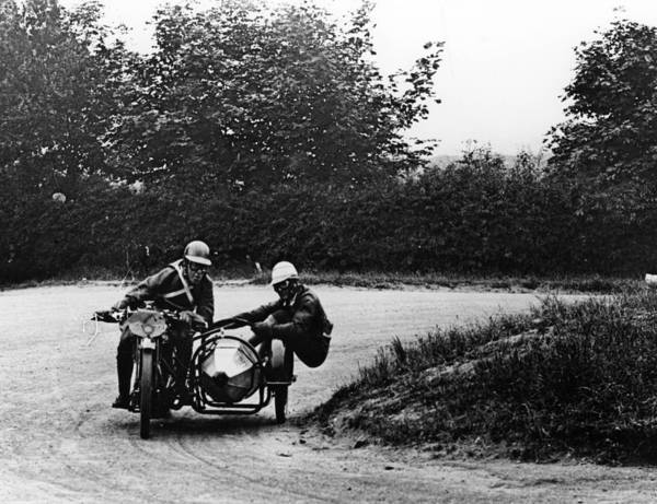 Motorcycle Racing Photograph - G Tucker Racing A Norton Bike, 1924 by Heritage Images