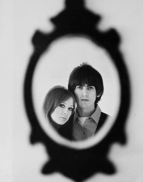George Harrison Photograph - George Harrison And His Wife Patti Boyd by Keystone-france
