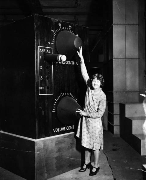Scale Photograph - Giant Radio by Topical Press Agency