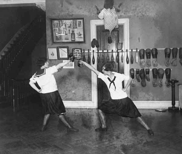 Wall Art - Photograph - Girls Fencing, 1925 by Science Source