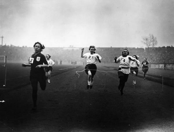 Stamford Bridge Wall Art - Photograph - Girls Race by Topical Press Agency