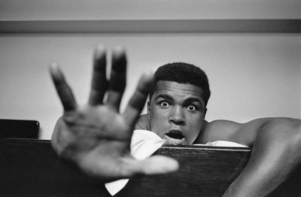 Boxing Photograph - Give Me Five by Len Trievnor