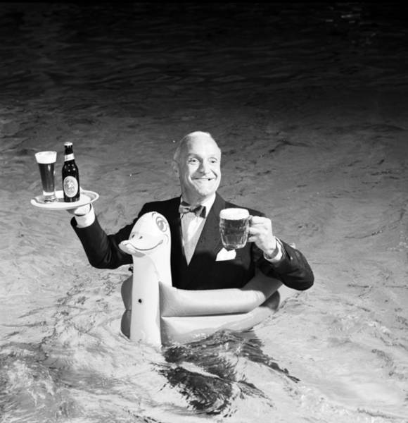 Waiter Photograph - Goodlilode Brewflade by Bert Hardy Advertising Archive