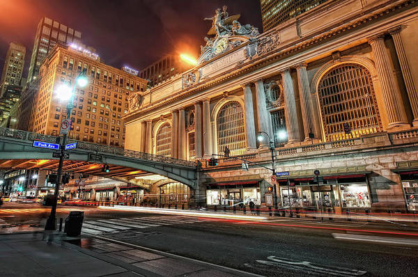 Statue Photograph - Grand Central Station by Daniel Chui