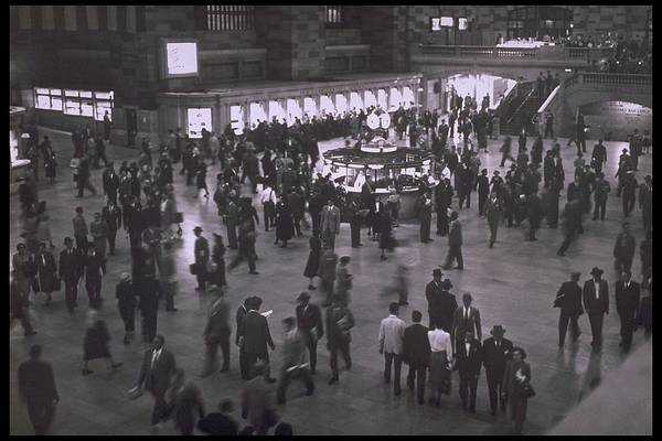 Rotunda Photograph - Grand Central Stations Main Rotunda In by Alfred Gescheidt