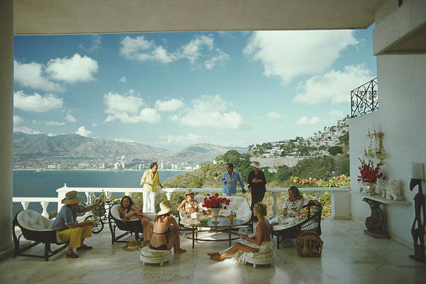 Group Of People Photograph - Guests At Villa Nirvana by Slim Aarons