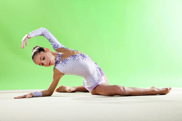 Hand Photograph - Gymnast, Pose, Floor, Purple Leotard by Emma Innocenti