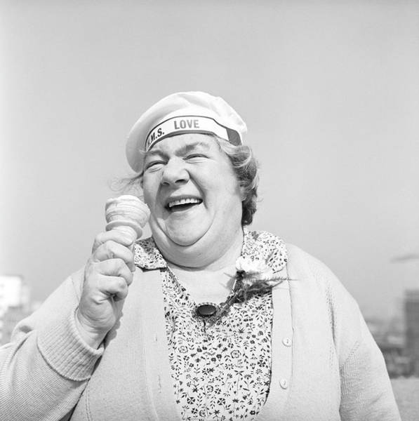 Photograph - Happy Daytripper by Bert Hardy Advertising Archive
