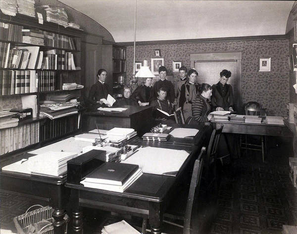 Wall Art - Photograph - Harvard Computers With Mrs. Henry by Science Source