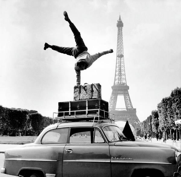 Acrobat Photograph - Heinz Rox-schultz, Acrobat, In Front Of by Keystone-france
