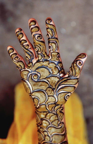 Body Parts Photograph - Henna Artwork On A Womans Hand In Main by Richard I'anson