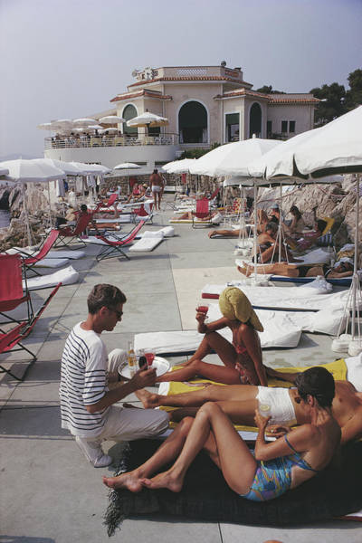 People Photograph - Hotel Du Cap by Slim Aarons
