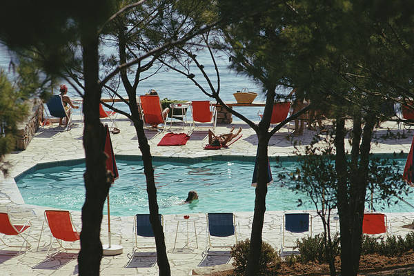 Group Of People Photograph - Hotel Il Pellicano by Slim Aarons