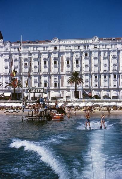 Color Image Photograph - Hotel Sports by Slim Aarons