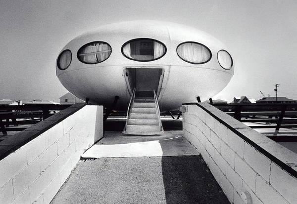 Kitsch Photograph - House Modeled After Flying Saucer by Jerry Gay