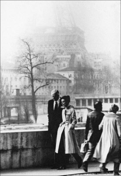 Photograph - Hubert De Givenchy And Audrey Hepburn by 1645