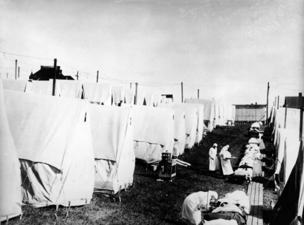 Apron Photograph - Influenza Epidemic Tent Hospital Camp by Hulton Archive