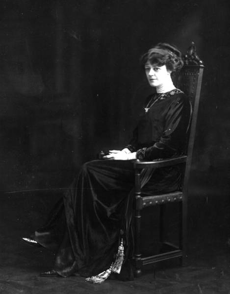 Heroine Photograph - Irene Vanbrugh by W. And D. Downey