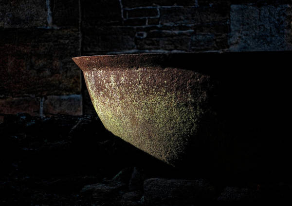 Photograph - Iron Kettle by Tom Singleton
