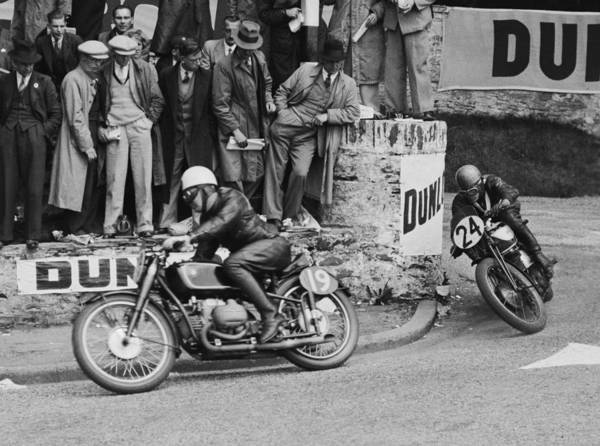 Motorcycle Racing Photograph - Isle Of Man Tt Race by Fox Photos