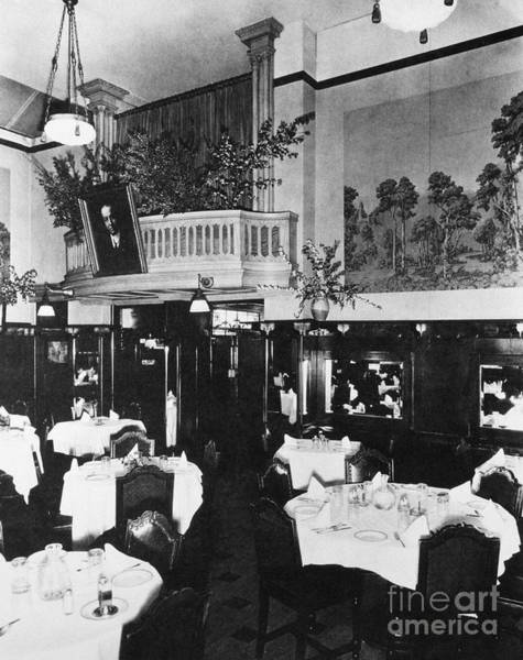 Photograph - Italian Restaurant, C1910 by Granger