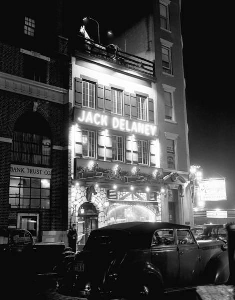 Greenwich Village Photograph - Jack Delanys Restaurant In Greenwich by Bettmann