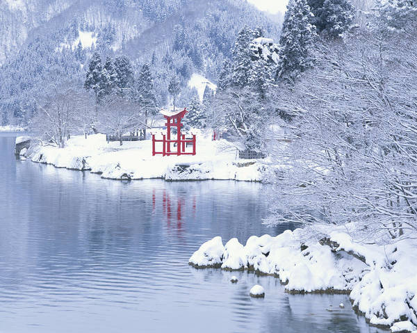 Scenery Photograph - Japan, Akita Prefecture, Lake Tazawa by Tomio Tamura