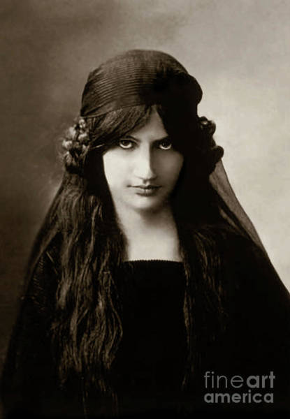 Wall Art - Photograph - Jeanne Hebuterne Wife And Muse Of Amedeo Modigliani by Italian School