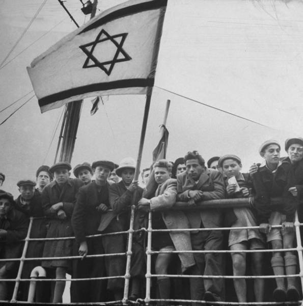 Jewish Immigrants, Arriving In Haifa Abo Art Print