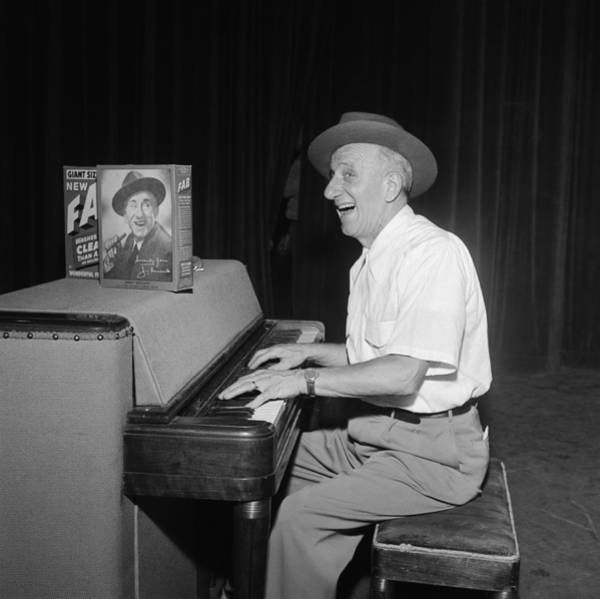 Headwear Photograph - Jimmy Durante On Tv by Michael Ochs Archives