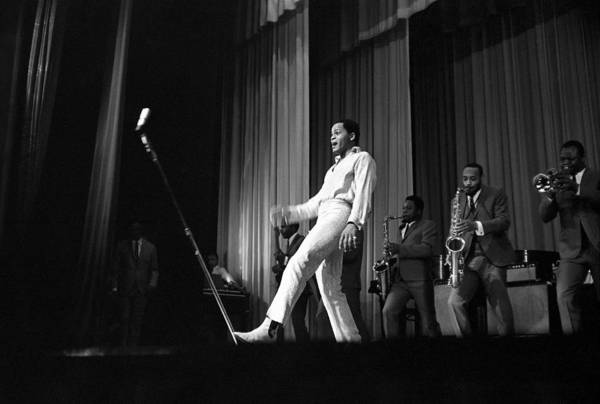 Apollo Theater Photograph - Joe Tex At The Apollo by Michael Ochs Archives