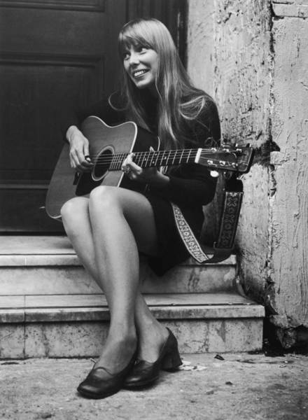 Canadian Culture Photograph - Joni Mitchell by Central Press