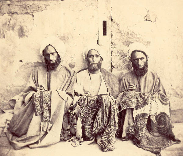 Craftsperson Photograph - Kashmiri Shawl Workers by Hulton Archive