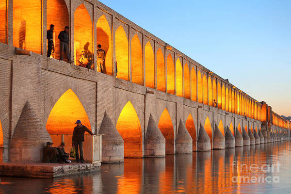 Khajoo Bridge Over Zayandeh River At Art Print