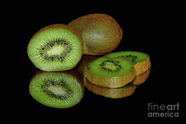 Kiwifruit Photograph - Kiwi Fruit Reflecting On Black By Kaye Menner by Kaye Menner