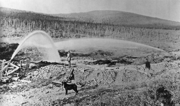 Gold Rush Wall Art - Photograph - Klondike Gold Rush by Hulton Archive