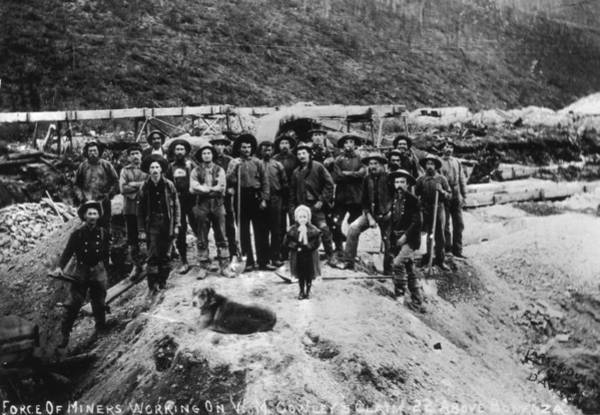 Gold Rush Wall Art - Photograph - Klondike Miners by Hulton Archive
