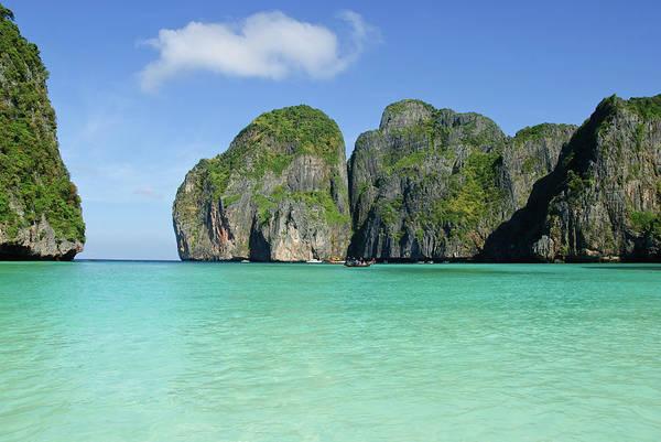 Phi Photograph - Koh Phi Phi Leh, Thailand - Maya Bay by David Min