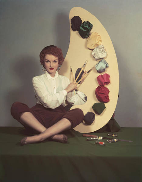 Confidence Photograph - Lady With Palette by Hulton Archive