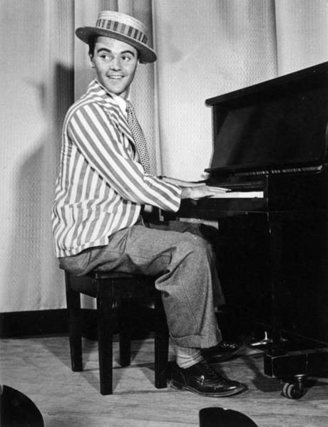 Straw Hat Photograph - Lemmon Plays Piano by Hulton Archive