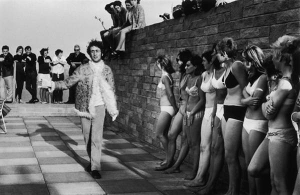 Photograph - Lennon And Ladies by Jim Gray