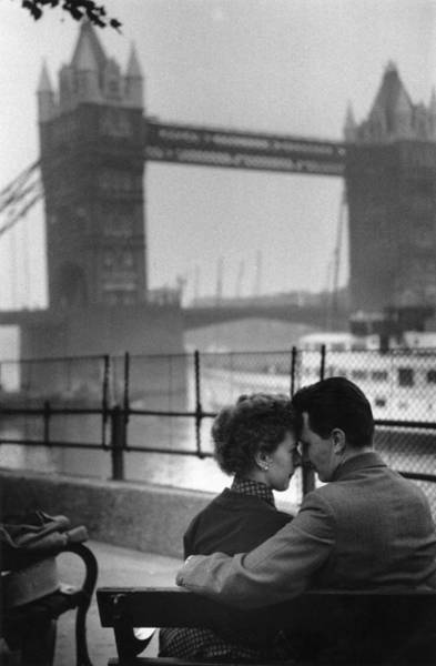 Photograph - London Lovers by Kurt Hutton