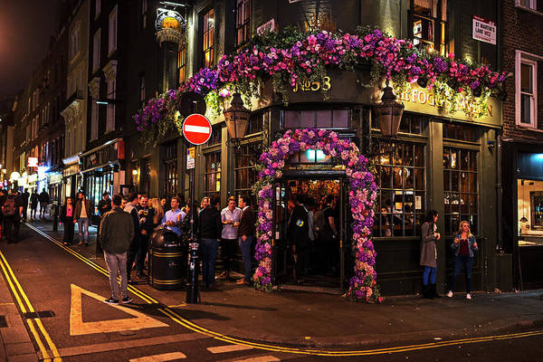 Photograph - London Nightlife Covent Garden London Uk by Toby McGuire