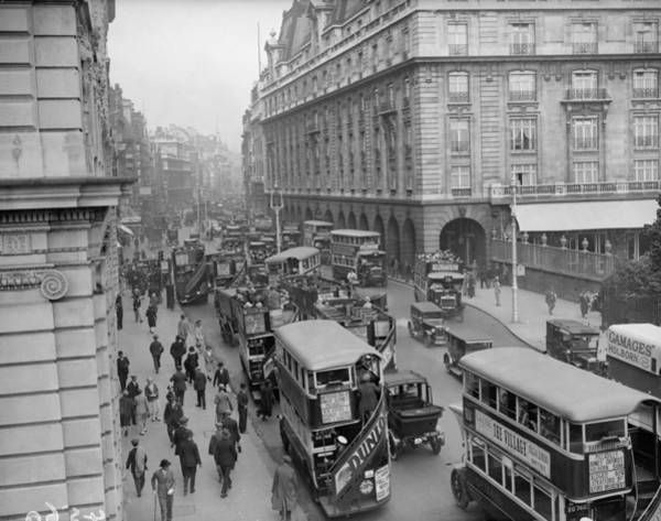 Carlton Hotel Photograph - London Traffic by Fox Photos