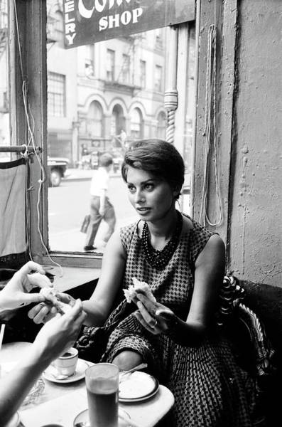 Sophia Photograph - Loren In New York Cafe by Peter Stackpole
