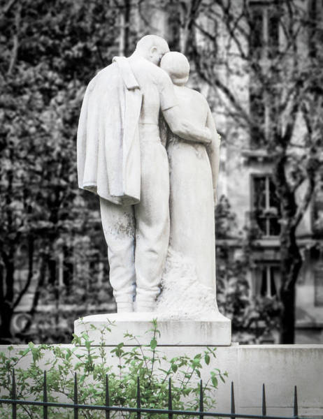 Photograph - Lovers In Montmartre by Jessica Levant