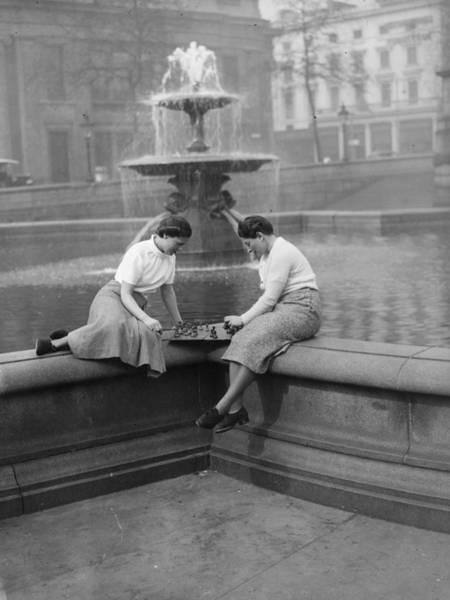 Trafalgar Photograph - Lunch Time Chess by E Dean