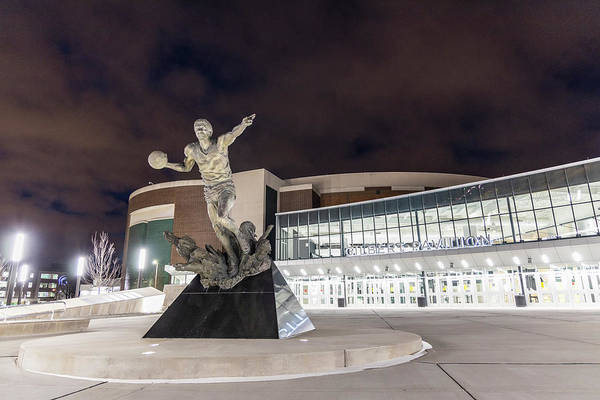 Wall Art - Photograph - Magic Johnson Statue At Michigan State University  by John McGraw